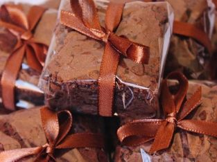 Chocolate brownies pieces for weddings