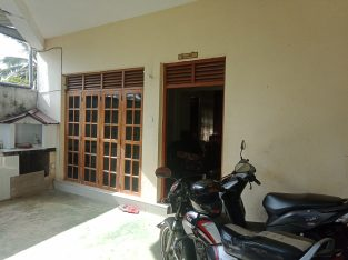 Downstairs house for rent in bokundara