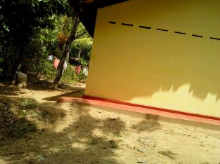 Land for sale in Badalkumbura with House